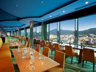 京都ホテルオークラ トップラウンジ「オリゾンテ」は、朝食からラウンジまで営業している