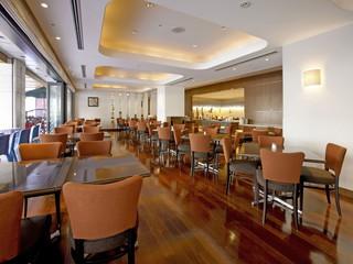 京都ロイヤルホテル&スパ 1階にレストランとバーがあります