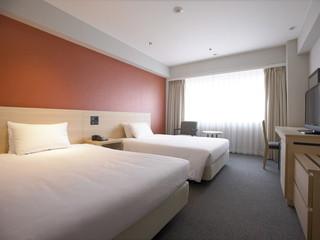 京都ロイヤルホテル&スパ やわらかな色調の落ち着いた雰囲気の部屋です