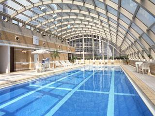 ホテルニューオータニ大阪 フィットネスクラブには、プールやテニスコート、サウナ、エステなど設備が充実