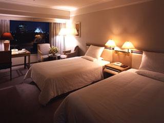 ホテルニューオータニ大阪 キャッスルビューのスーペリアツインルーム。ライトアップされた大阪城が美しい
