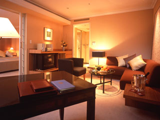 ホテルニューオータニ大阪 リビングとベッドルームが分かれているジュニアスイートルームはゆっくりくつろげる