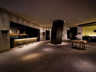 ホテルモントレグラスミア大阪 フロントは洗練された英国の美意識を感じさせる空間
