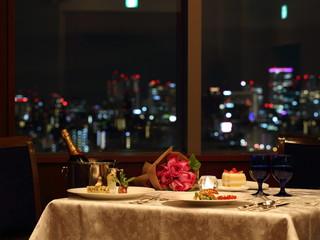 ホテルモントレ ラ・スール大阪 15階から見える大阪市街の眺望を眺めながらお食事を・・。