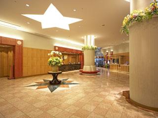ホテル京阪ユニバーサル・シティ 天井には、ハリウッドスターが輝く3階メインロビー