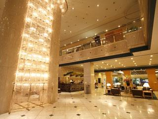 ホテル大阪ベイタワー 大阪・梅田やなんばへは約10分。駐車場も完備