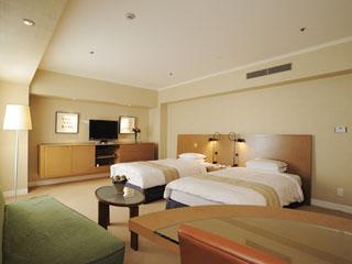 ホテル日航大阪 アメニティや機能性も充実。ゆとりあるリビングや浴室で、ワンランク上の快適客室