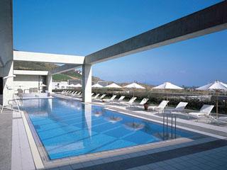 ウェスティンホテル淡路 屋外プールにはお子様プールもご用意しておりますので、ご家族でお楽しみください