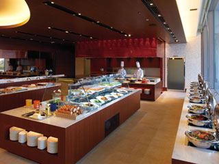 ウェスティンホテル淡路 旬の地元食材をはじめとした約50種類のバラエティー豊かな料理をご用意
