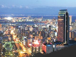 ANAクラウンプラザホテル神戸 神戸の陸の玄関口、新幹線「新神戸駅」に直結。六甲山に繋がる山の手にあり神戸のランドマークとして親しまれている。
