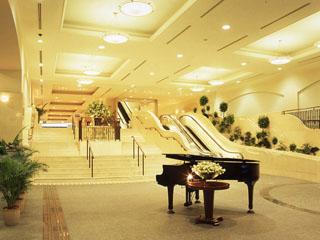 シーサイドホテル舞子ビラ神戸 大理石の明るいエントランスロビーがお迎えします