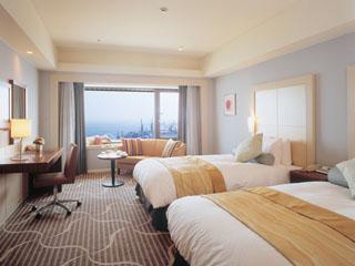 ホテルオークラ神戸 絵画のフレームのような窓辺から神戸の風景が広がるプレシャスフロア