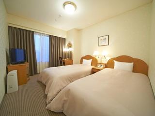 ホテルサンルートソプラ神戸 英国王室御用達ブランドの32cm厚ベッドマット、32型TV、加湿空気清浄器、Wi-Fi完備