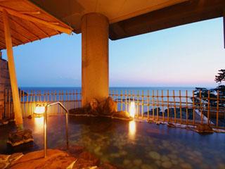 ホテル金波楼 「日和山温泉」をひく海の香と潮騒が心地良い露天風呂