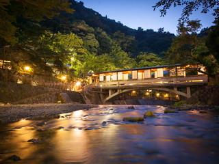 有馬温泉 月光園鴻朧館 敷地内に架かる月光橋。姉妹館「游月山荘」の大浴場、露天風呂も利用できる