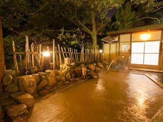有馬温泉 月光園游月山荘 滝川沿いにある源泉かけ流しの露天風呂。有馬の名湯を満喫できる