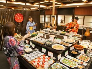 有馬温泉 月光園游月山荘 日本料理の職人による創作ビュッフェ。専属パティシエによるスイーツも人気