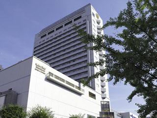 神戸ベイシェラトンホテル&タワーズ 神戸港と六甲山を見渡しミシュランガイド4パビリオン(最上級の上質)に選ばれたリゾート感溢れるラグジュアリーホテル。