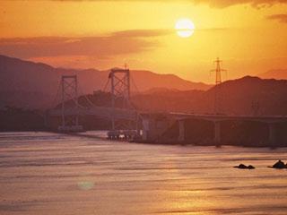 南淡路ロイヤルホテル ホテルから望む鳴門海峡へ沈む夕日も格別です