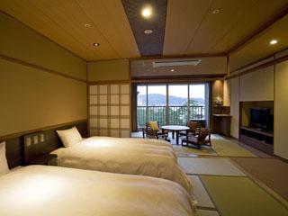 夢海游淡路島 和風ツインのベッドルームと和みのリビングがあり、心和むひと時をお楽しみ頂けます
