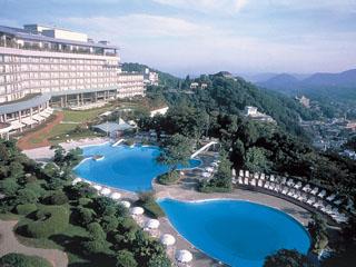 有馬グランドホテル 有馬温泉街を一望し、摂津、丹波の山並みの雲海を眺望する高台のホテルです。