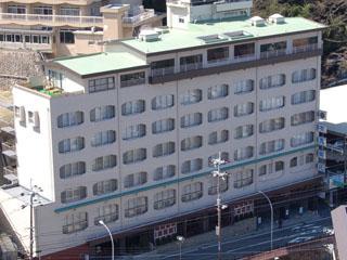 有馬御苑 手前の建物が本館1~7階 奥の建物が別館7~10階