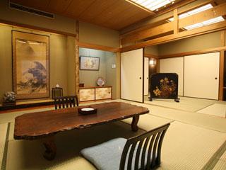 有馬御苑 芙蓉山荘には個室露天風呂(白湯)付きの部屋4室を含む上級の部屋8室があります