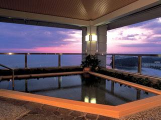 太平洋の目下に良質な白浜温泉でおくつろぎ下さい