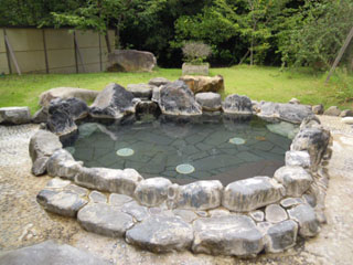 白浜シーサイドホテル 当館自慢の温泉。岩風呂(露天風呂)です