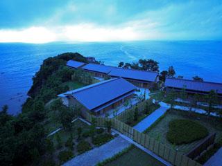 浜千鳥の湯 海舟 岬の朝景:昼間とは違った海