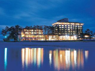 華水亭 すぐ目の前は雄大な日本海。海辺に佇む温泉旅館です
