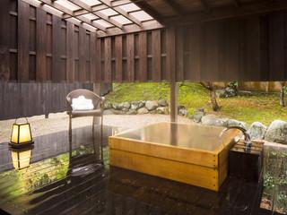 星野リゾート 界 出雲 木の感触に癒される檜の湯船