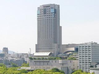 リーガロイヤルホテル広島 広島を一望する地上33階建て。市内ホテル有数の高さを誇る
