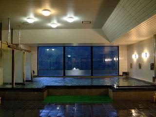 新祖谷温泉ホテルかずら橋 コンパクトにまとまった大浴場(男性)