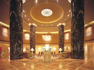 ホテルオークラ福岡 壮麗なミュージアムを彷彿させるメインロビー