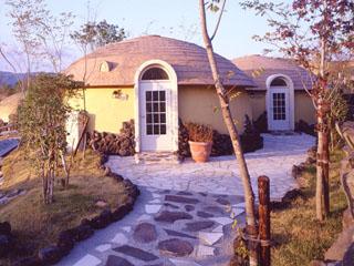 阿蘇ファームヴィレッジ(阿蘇ファームランド) 阿蘇の広大な山々を望む約450棟のドーム型宿泊施設