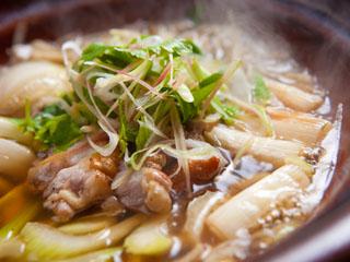 山荘無量塔 毎月変わるメニュー。主菜は鍋料理