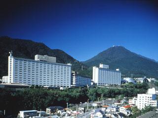 杉乃井ホテル本館 別府の高台に建つ大型リゾートホテル。