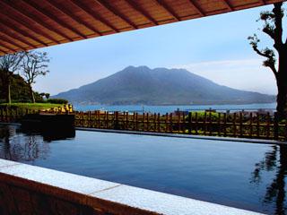 城山観光ホテル 「景観一望、桜島」。ホテル自慢の展望露天温泉