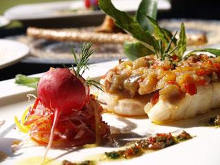 オクマプライベートビーチ&リゾート(旧:JALプライベートリゾートオクマ) 地元の食材を使用した各レストランのお料理をご堪能ください