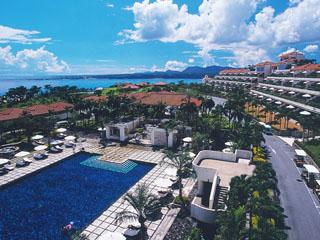 カヌチャベイホテル&ヴィラズ リゾート内にはレストランやプールなど施設が充実