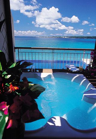 カヌチャベイホテル&ヴィラズ 大自然が織りなす風景を眺めながら寛ぎのひと時をお過ごしください