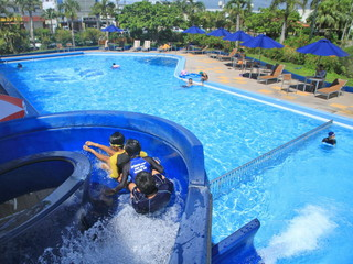 アートホテル石垣島 屋外プールも完備