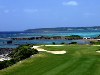 宮古島東急ホテル&リゾーツ チャンピオンコースが3つある宮古島。最寄りのゴルフ場は車で5分