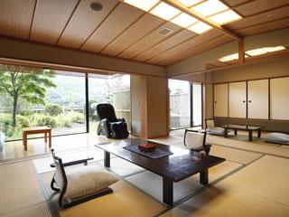 ことひら温泉琴参閣 当館の特別室。庭園露天風呂付客室で至福の時を