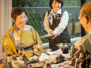 ホテルグリーンプラザ強羅 四季の味覚盛り込む創作和食会席は年代を問わず人気です
