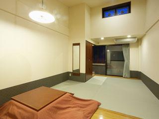 塔ノ沢 一の湯 新館 掘ごたつでおくつろぎ頂ける露天風呂付和室