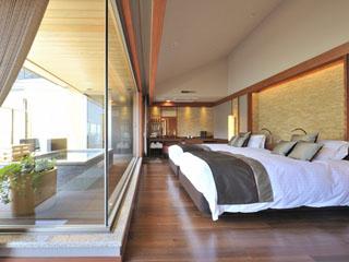 箱根花紋 新装「rocca」露天風呂付足湯付客室。和・洋室