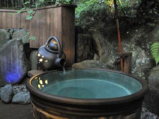 箱根花紋 新しく2ヶ所の貸切露天風呂がオープン(有料)