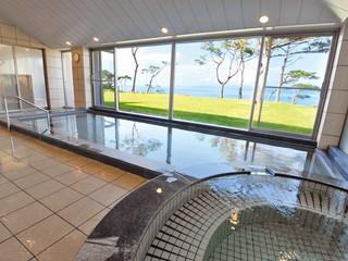 はいむるぶし <小浜島> 真っ青な海と西表島、そして美しい夕景を望む展望大浴場